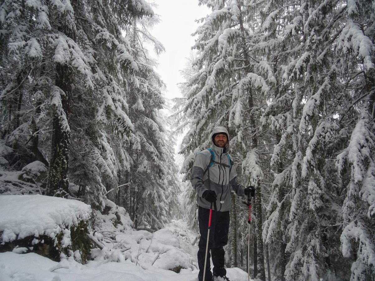 Snowshoeing in Les Tines