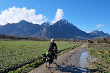 Girl cycling Lac Leman Tour