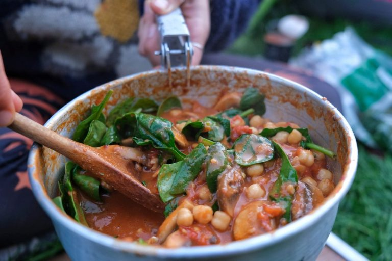 Vegan Peanut Curry with Mushroom & Chickpeas – Camp Stove Recipe