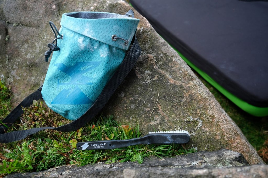 Climbing chalk bag and climbing brush