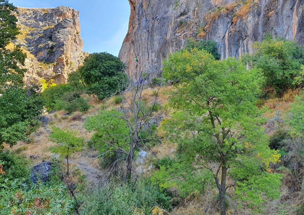 Los Cahorros - Can you spot the rock climbers-01 - Linn Haglund